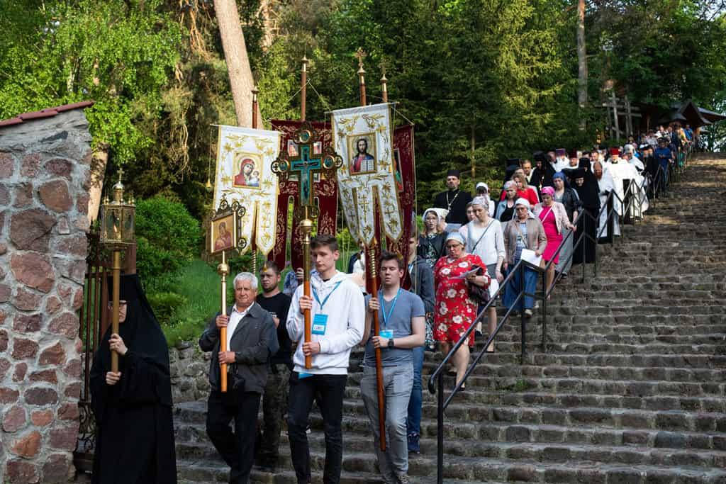 """42 Всемирното Православие - В ПОЛША НА СВЕТА ГОРА """"ГРАБАРКА"""" СЕ ПРОВЕДЕ ПОКЛОННИЧЕСКО ШЕСТВИЕ НА ПРАВОСЛАВНАТА МЛАДЕЖ"""